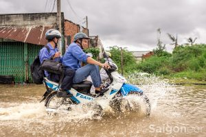 hoozing_saigon rainy season