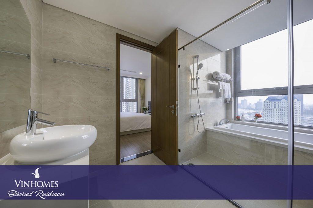 Bồn tắm nằm căn hộ 3 phòng ngủ tại Vinhomes Serviced Residences